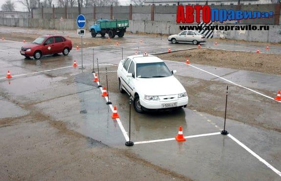 Параллельная парковка на автодроме