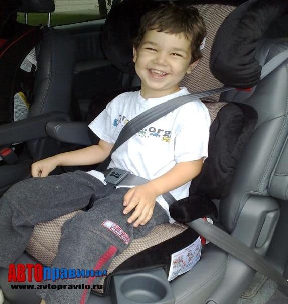 Ребенок на переднем сидении