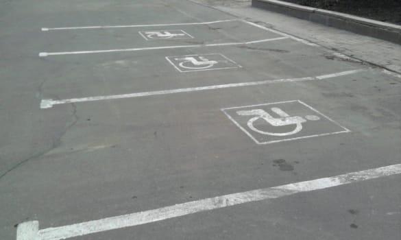 Обозначение мест для парковки инвалидов